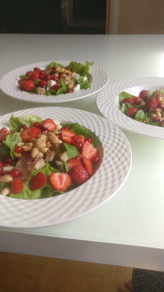 Possu-mansikkasalaatti