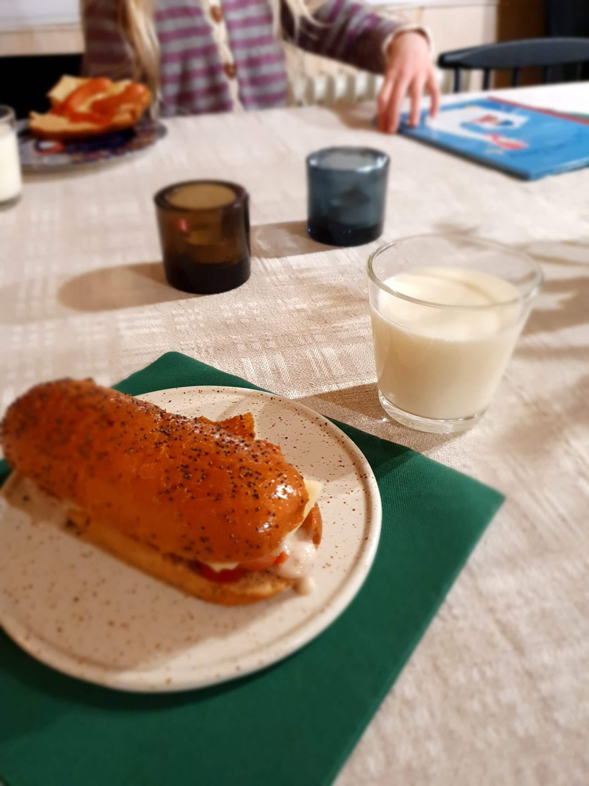 Hotdogit iltapalaksi